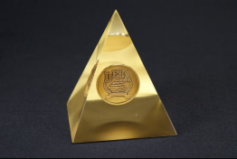 "Lucite Pyramid Embedment  3 1/2 "" x 4 "" x 3 1/2 """